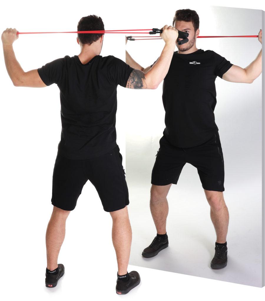 Workout vor einem Spiegel