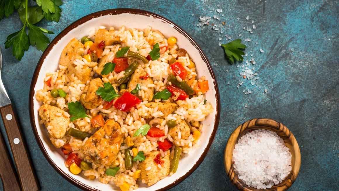 Gemüse-Reispfanne mit Hähnchen